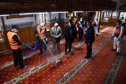Osmangazi'de camilerde temizlik çalışması