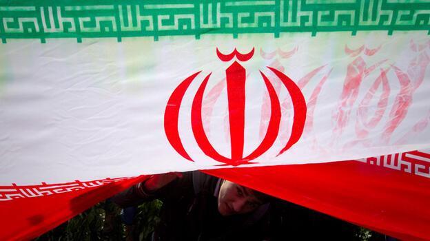 İran'da 'yaptırım' kavgası
