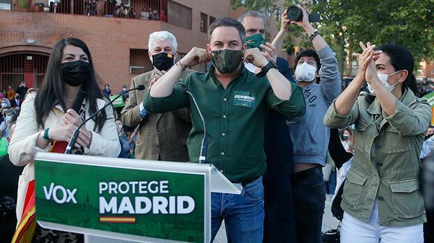 İspanya'da aşırı sağcı Vox partisinden utanç verici afişler