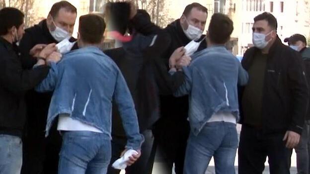 Taksim'de seyyar satıcıya tokat! Zabıtaya soruşturma başlatıldı