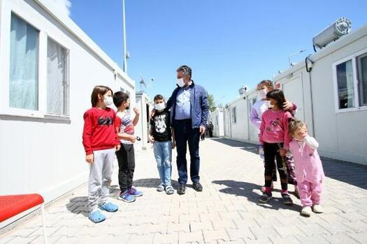 Başkan Sandal, depremzedeleri yalnız bırakmıyor