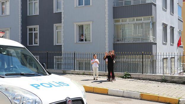 Tokat polisi, sokak sokak gezip, megafonla 23 Nisan'ı kutladı