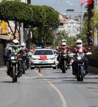 Manavgat'ta polis ve jandarmadan kortej