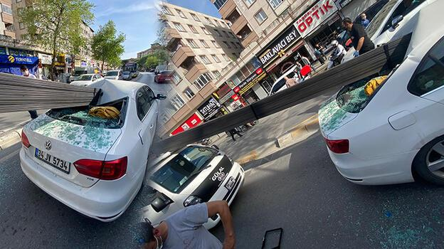 Çekmeköy'de korkunç kaza! Demir çubuklar otomobile saplandı