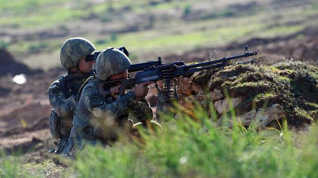 Son dakika... Makineli tüfekle saldıran 3 PKK'lı etkisiz hale getirildi