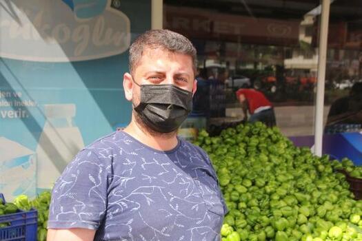 Üreticiden aldığı sebze meyveyi ücretsiz dağıtıyor