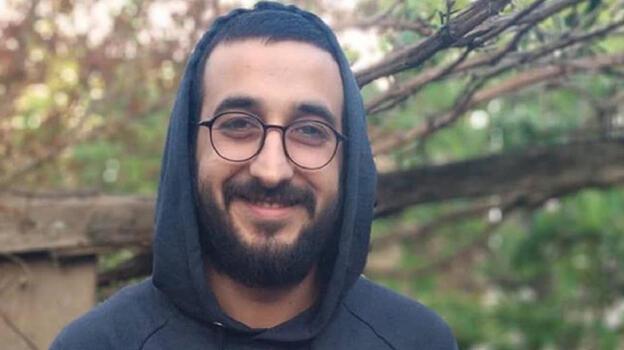 Denize düşen terliklerini almak isteyen Azerbaycanlı aktivist boğularak öldü
