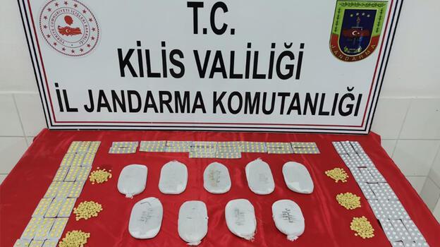 Kilis'te sınır hattında 2 kilogram esrar ve 1470 uyuşturucu hap ele geçirildi