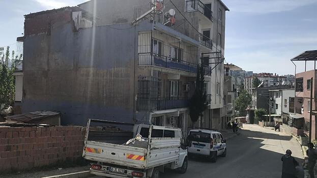 4. kat penceresinden kamyonetin kasasına düşen  çocuk yaralandı
