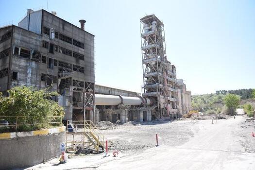 Çorum'da 64 yıllık çimento fabrikasında söküm başladı