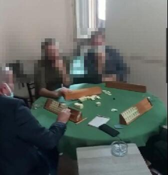 Kahvehanede oyun oynayan 8 kişi yakalandı