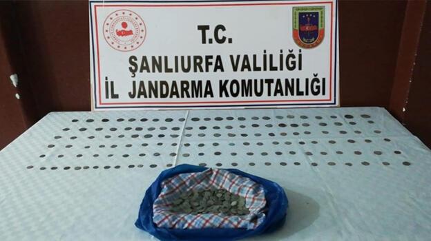 Viranşehir'de otomobilde 547 sikke ele geçirildi