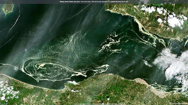 Uydudan görüntülendi! Marmara Denizi'ni kapladı