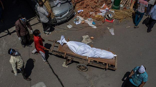 Hindistan'da vaka ve can kaybı salgının başından bu yana en yüksek seviyede!