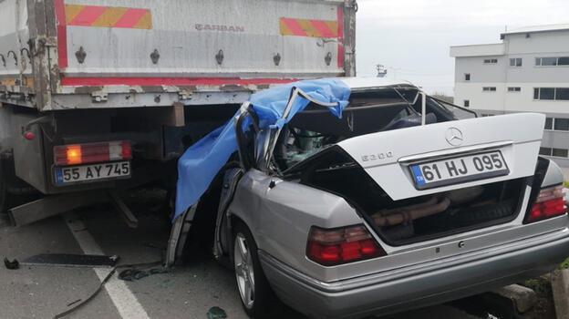 Yeni aldığı otomobille TIR'a çarpan sürücü, hayatını kaybetti
