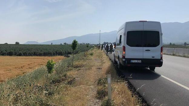 Hatay'da minibüs, şarampole devrildi: 3 asker yaralı