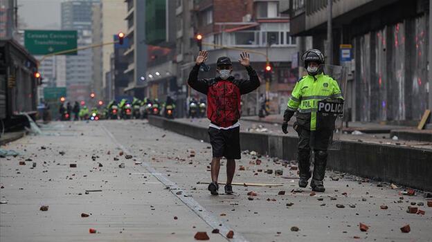 Kolombiya'da tansiyon düşmüyor! 9. günde yine sokakları doldurdular