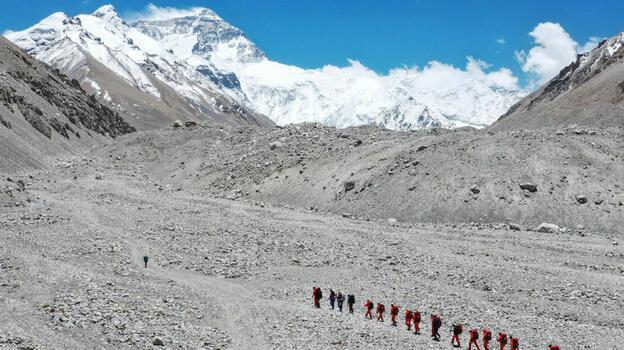 Çin, Everest'in kuzeyini dağcılara açtı