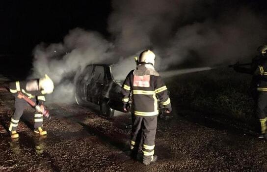 Otomobil seyir halinde yandı
