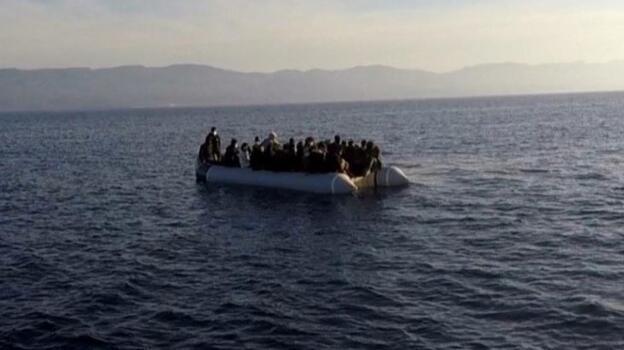 Yunanistan'ın ölüme terk ettiği 53 kaçak göçmen kurtarıldı