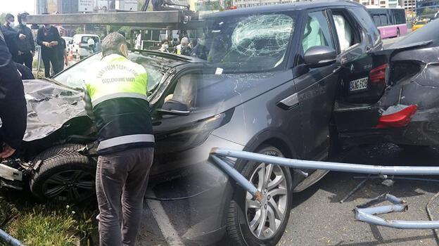 Beşiktaş'ta makas atan sürücü dehşet saçtı! 4 yaralı 11 araç hasar gördü