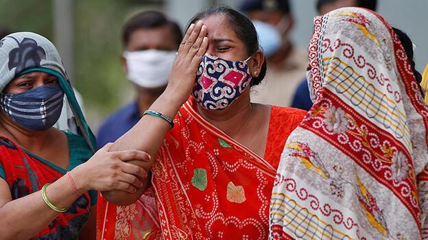 Hindistan'da bugüne kadarki en yüksek günlük can kaybı sayısı kaydedildi