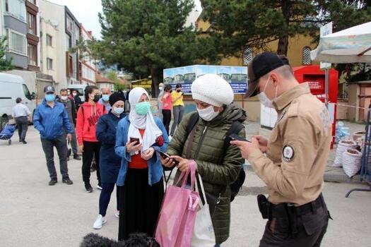 Bolu'da halk pazarında yoğunluk