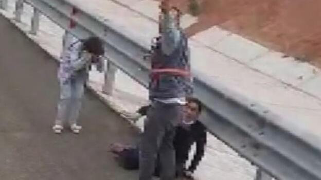 Ankara'da skandal görüntü! Çocuğunun gözü önünde yaptı