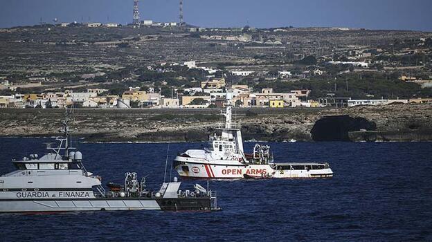 Son dakika... İtalya'nın Lampedusa Adası'na son 18 saatte 1400'ü aşkın sığınmacı ulaştı