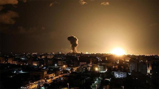 İsrail topçuları Gazze'de Hamas mevkilerini bombaladı