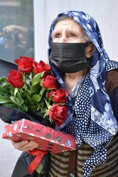 Nallıhan Belediye Başkanı Öntaş'tan Anneler Günü ziyareti