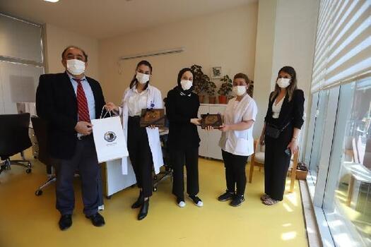 Kartal Belediyesi'nden hemşirelere moral ziyareti