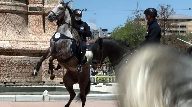 Taksim'de atlı zabıta şaşkınlığı!