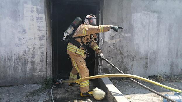 Silivri'de mangal kömür üretimi yapılan tesiste yangını