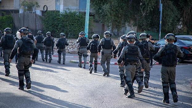Son dakika... İsrail polisi, Mescid-i Aksa'da Filistinli gençlere saldırdı!