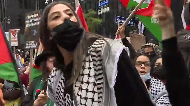 Son dakika... New York'ta Filistin ve İsrail destekçileri arasında kavga çıktı!