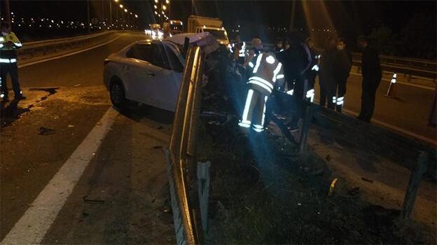 Feci kaza! Bariyerlere çarpan otomobilin sürücüsü öldü
