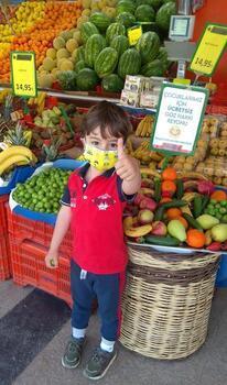 İzmir'de markette çocuklar için 'göz hakkı' reyonu