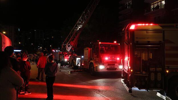 İzmir'de 16 katlı sitede çıkan yangın söndürüldü
