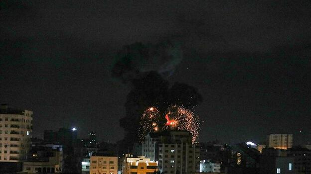 İsrail'in Gazze'ye attığı füze TRT Arapça muhabirinin bulunduğu bölgenin yakınına düştü