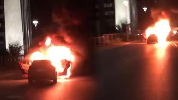 İsrail'i protesto için otomobillerini yaktılar! Eve metrobüsle döndüler