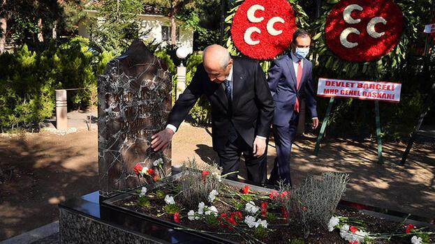 Devlet Bahçeli Alparslan Türkeş'in mezarını ziyaret etti