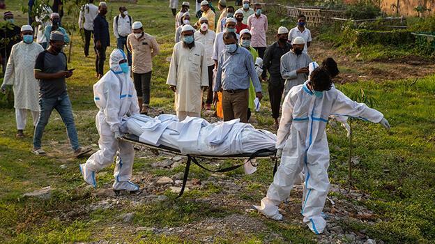 Hindistan'da bir günde 4 bin 120 kişi hayatını kaybetti!