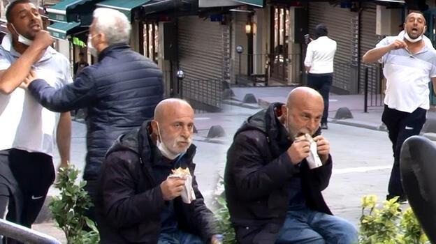 Taksim'de seyyar satıcı-zabıta arbedesini polis sonlandırdı! O dürümünü yemeye devam etti