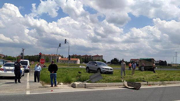 Saray'da kamyonla otomobil çarpıştı: 2 yaralı