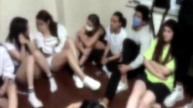Avcılar'da alkollü eğlenceye şok baskın! 21'i yabancı 23 kişiye ceza yağdı