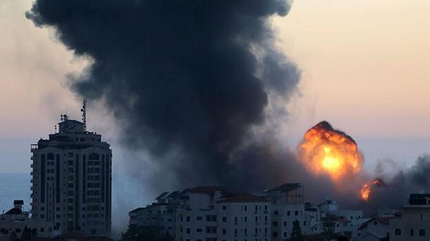 Son dakika...  İsrail'in saldırılarında Gazze Şeridi'nde onlarca bina yerle bir oldu!