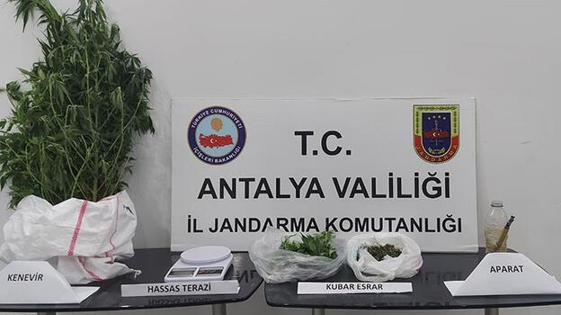 Antalya'da zehir tacirlerine operasyon! Gözaltına alındı