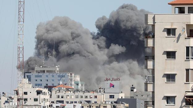 Son dakika haberi: İsrail Gazze'yi vurdu! Basın kuruluşlarının bulunduğu bina çöktü