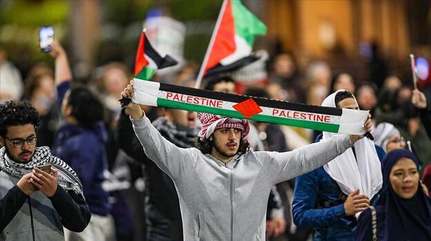 İsrail'in Gazze ve Mescid-i Aksa'ya saldırıları Londra'da protesto ediliyor